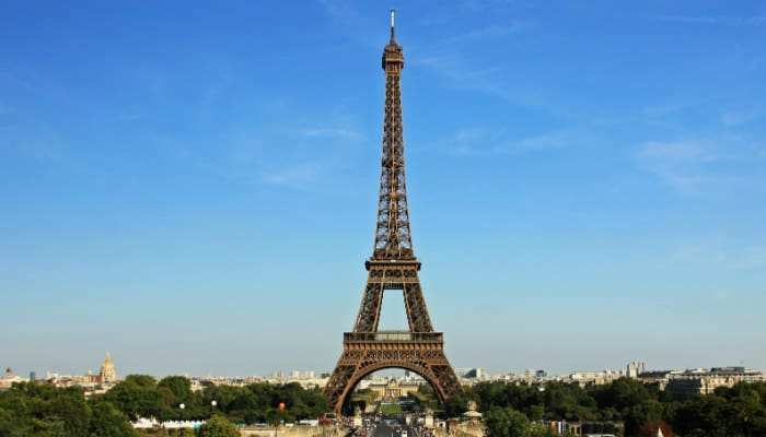 Ten most popular tourist attractions in paris for Places to stay near eiffel tower