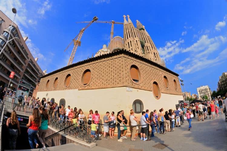 Queue at Sagrada Familia