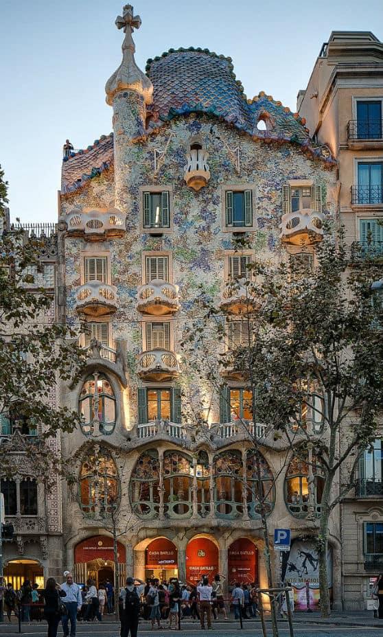 https://commons.wikimedia.org/wiki/File:Casa_Batllo_Overview_Barcelona_Spain.jpg